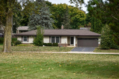 Waukesha County Single Family Home For Sale: 2704 Algoma Terr
