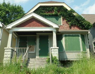 Milwaukee Single Family Home For Sale: 2547 N 37th St