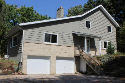 Waukesha County Single Family Home For Sale: 126 W Waukesha Rd