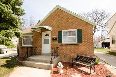 Milwaukee County Single Family Home For Sale: 3700 N 94th St