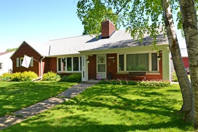 West Allis Single Family Home For Sale: 7622 W Honey Creek Pkwy