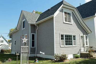 Milwaukee County Single Family Home For Sale: 2458 S Howell Ave