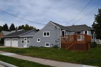 Ozaukee County Single Family Home For Sale: 202 W Center St