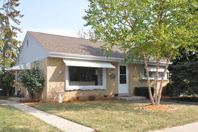 Milwaukee Single Family Home For Sale: 5100 W Dakota St