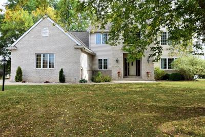 Milwaukee County Single Family Home For Sale: 1140 E Stonegate Dr