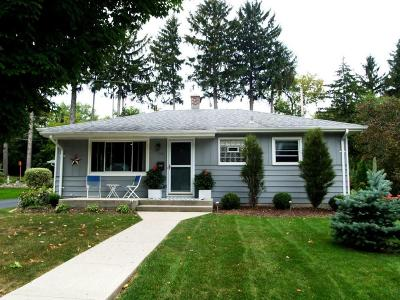 Ozaukee County Single Family Home For Sale: 125 N Highland Ave