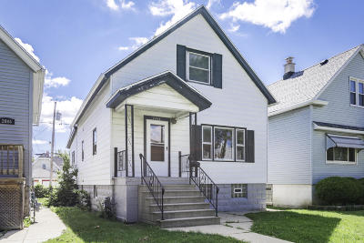 Milwaukee Single Family Home For Sale: 2848 S 9th St