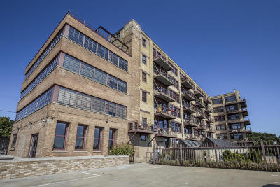 Milwaukee Condo/Townhouse For Sale: 215 W Maple St #103