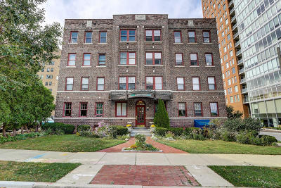 Milwaukee Condo/Townhouse For Sale: 1983 N Summit Ave #23
