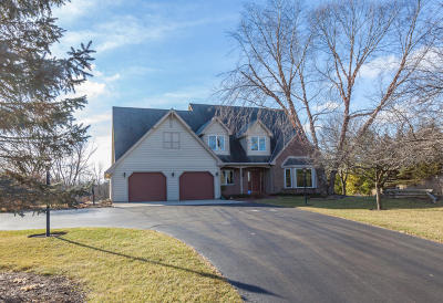 Cedarburg Single Family Home For Sale: 10391 Ridgefield Ct