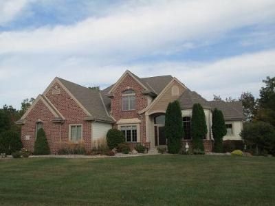 Waukesha County Single Family Home For Sale: W231n7338 Field Dr.