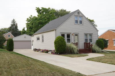 Milwaukee Single Family Home For Sale: 2941 S 67th St