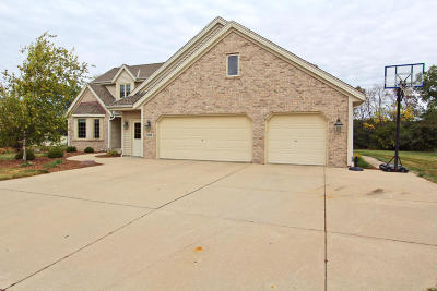 Waukesha County Single Family Home For Sale: 12930 W Lakeland Dr