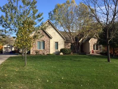 Brookfield Single Family Home For Sale: 1520 Hickory Hill Ln