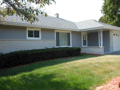 Muskego Single Family Home For Sale: 23221 7 Mile W Rd