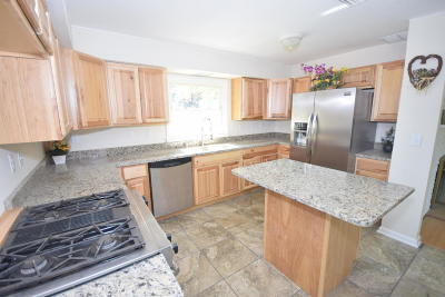 Muskego Single Family Home For Sale: S94w14416 Groveway Ln