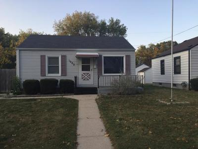 Milwaukee Single Family Home For Sale: 1002 E Holt Ave