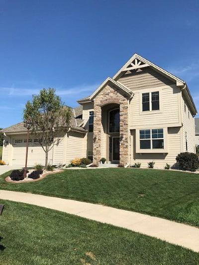 Waukesha Single Family Home For Sale: 1691 Deer Trl