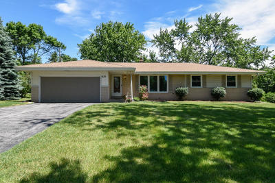 Waukesha Single Family Home For Sale: 870 Dona Vista Dr