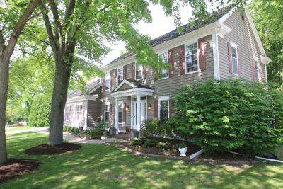 Menomonee Falls Single Family Home For Sale: W131n8056 Country Club Dr