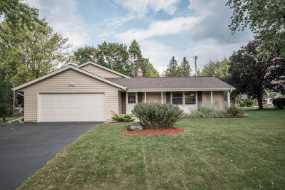 Brookfield Single Family Home For Sale: 21810 Locksley Ln