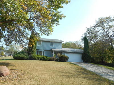 Sussex Single Family Home Active Contingent With Offer: W237n7010 Red Oak Knl
