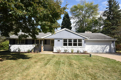 Menomonee Falls Single Family Home For Sale: W189n4998 Crest View Ter