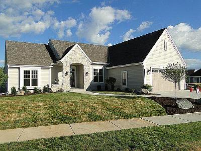 Waukesha Single Family Home Active Contingent With Offer: 2916 Makou Trl