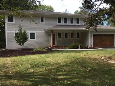 Mequon Single Family Home For Sale: 9735 N Fairfield Rd