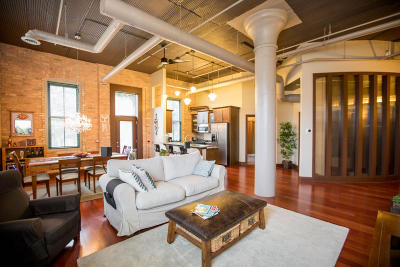 Milwaukee Condo/Townhouse Active Contingent With Offer: 1818 N Water St #202