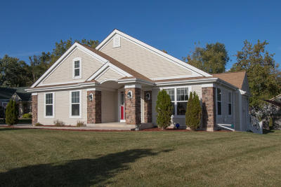 Milwaukee Single Family Home Active Contingent With Offer: 7354 N Bishop Cir
