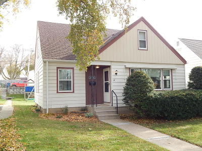 Milwaukee WI Single Family Home For Sale: $119,900