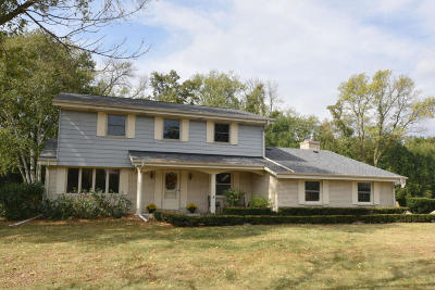 Brookfield Single Family Home Active Contingent With Offer: 3345 Parkside Dr