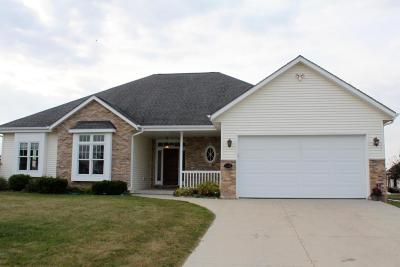 West Bend Condo/Townhouse For Sale: 2121 John Ct