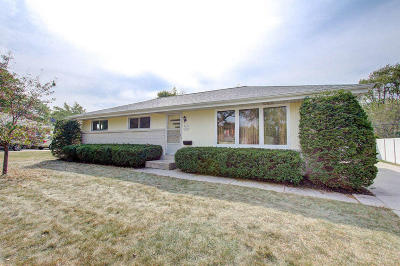 Menomonee Falls Single Family Home Active Contingent With Offer: W152n8351 Elm Ln
