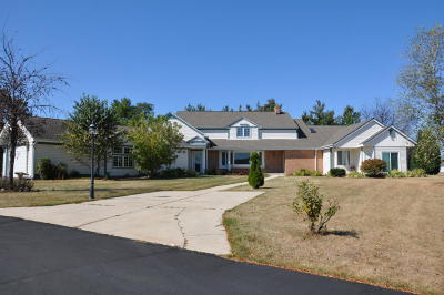 Single Family Home For Sale: S90w34465 Whitetail Dr