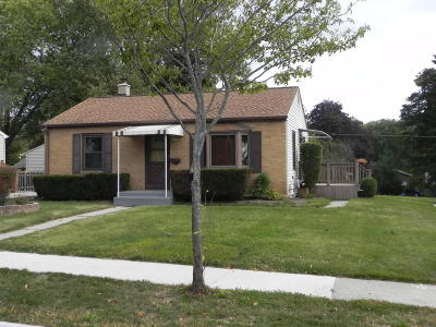 Ozaukee County Single Family Home Active Contingent With Offer: 1116 7th Ave