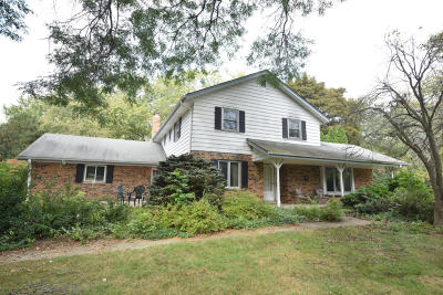 Mequon Single Family Home Active Contingent With Offer: 11439 Vega Ave