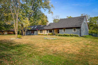 New Berlin WI Single Family Home Active Contingent With Offer: $339,500