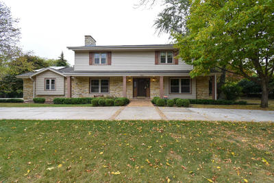Menomonee Falls Single Family Home For Sale: N82w15860 Valley View Dr