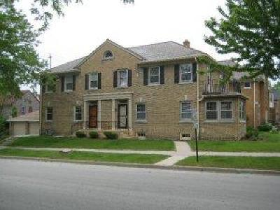 Shorewood Condo/Townhouse For Sale: 1616 E Kenmore Pl