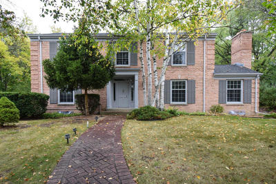 Menomonee Falls Single Family Home For Sale: W160n8285 Old Orchard Ct
