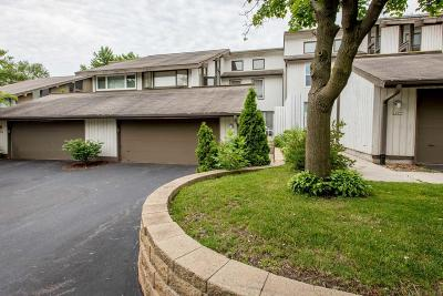 Mequon Condo/Townhouse For Sale: 1230 W Baldwin Ct