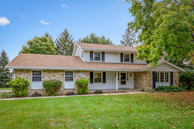 Brookfield WI Single Family Home Active Contingent With Offer: $359,900