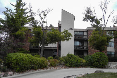 Glendale Condo/Townhouse Active Contingent With Offer: 2260 W Good Hope Rd #236