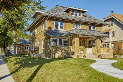Milwaukee Single Family Home Active Contingent With Offer: 2105 N Hi Mount Blvd