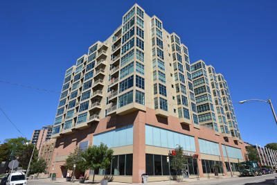 Milwaukee Condo/Townhouse For Sale: 1550 E Royall Pl #1000