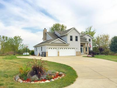 Muskego Single Family Home For Sale: W125s8370 N Cape Rd