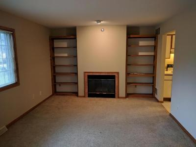 Menomonee Falls Condo/Townhouse For Sale: N87w16410 Appleton Ave