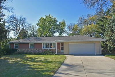 Hartland Single Family Home Active Contingent With Offer: 415 Hill N Dale Cir
